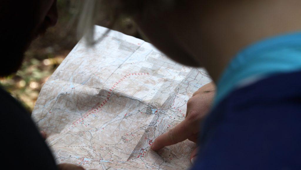 Sólo quien sabe a donde va y traza una ruta, sabe si está perdido o avanzando.